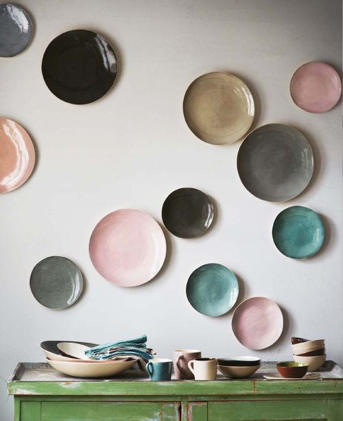 Get those dinner plates on the wall.  Hang 'em any way.  Via http://denofopulence.tumblr.com/